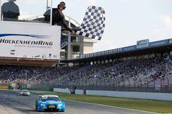 Checkered flag for Edoardo Mortara, Audi Sport Team Abt Sportsline, Audi RS 5 DTM