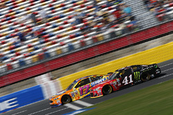 Ricky Stenhouse Jr., Roush Fenway Racing Ford, Kurt Busch, Stewart-Haas Racing Chevrolet