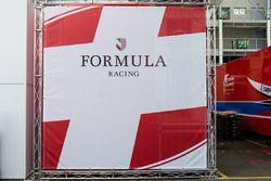 Formula Racing zona de Paddock y logo