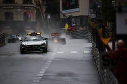 Daniel Ricciardo, Red Bull Racing RB12 conduce detrás del coche de seguridad FIA