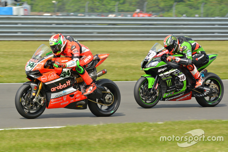 Tom Sykes, Kawasaki Racing Team e Davide Giugliano, Aruba.IT Racing - Ducati