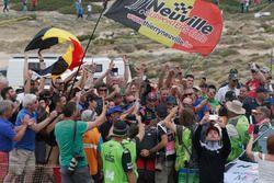 Ganadores Thierry Neuville, Nicolas Gilsoul, Hyundai i20 WRC, Hyundai Motorsport con fans