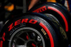 Des pneus Pirelli dans les stands