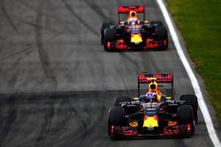 Max Verstappen, Red Bull Racing RB12 ve Daniel Ricciardo, Red Bull Racing RB12