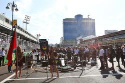 Grid girl for Nico Rosberg, Mercedes AMG F1 W07 Hybrid