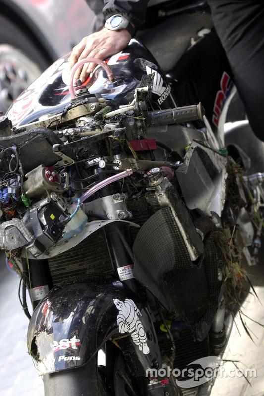 La moto de Loris Capirossi, Honda Pons, après sa chute