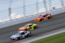 Kyle Busch, Joe Gibbs Racing Toyota, Brandon Jones, Richard Childress Racing Chevrolet, Kyle Larson,