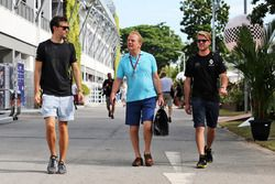 (L to R): Jolyon Palmer, Renault Sport F1 Team with Jonathan Palmer, and Jack Clarke, Driver and Physio