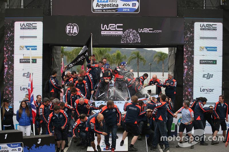 Winners Hayden Paddon, John Kennard, Hyundai Motorsport
