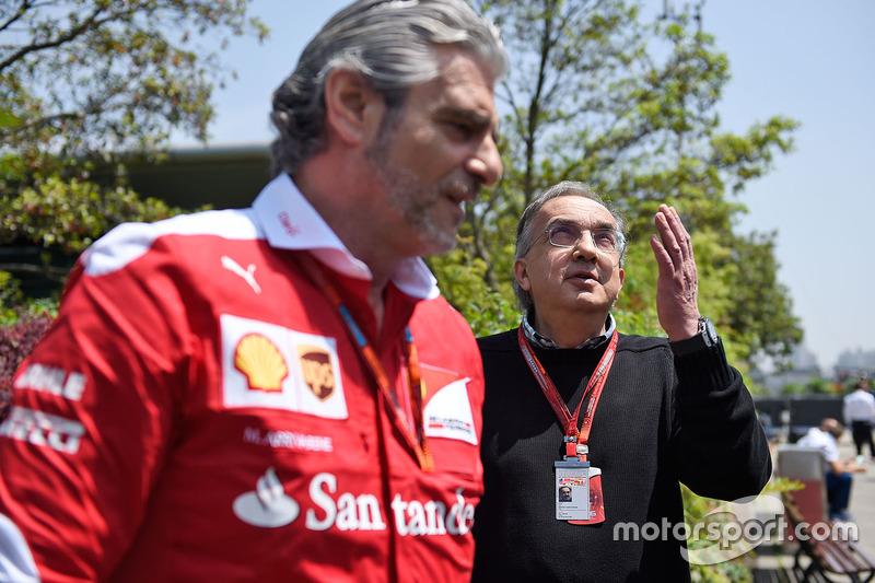 Sergio Marchionne, presidente y CEO de Ferrari de Fiat Chrysler Automobiles y Maurizio Arrivabene, director de equipo de Ferrari