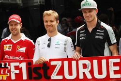 (L to R): Sebastian Vettel, Ferrari; Nico Rosberg, Mercedes AMG F1; and Nico Hulkenberg, Sahara Forc