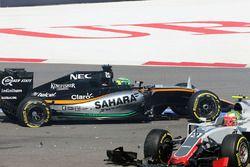 Esteban Gutierrez, Haas F1 Team VF-16 and Nico Hulkenberg, Sahara Force India F1 VJM09 crash at the