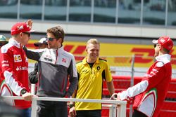 Sebastian Vettel, Ferrari, Romain Grosjean, Haas F1 Team, Kevin Magnussen, Renault Sport F1 Team et Kimi Raikkonen, Ferrari lors de la parade des pilotes