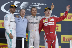 Podium : le vainqueur Nico Rosberg, Mercedes AMG F1 Team, le deuxième, Lewis Hamilton, Mercedes AMG F1 Team, le troisième, Kimi Raikkonen, Ferrari