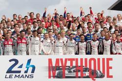 La tradicional foto de grupo de pilotos de las 24 Horas de Le Mans 2016