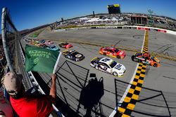 Départ : Martin Truex Jr., Furniture Row Racing Toyota leads
