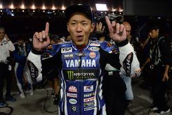 Katsuyuki Nakasuga vainqueur avec le Yamaha Factory Racing Team (#21)
