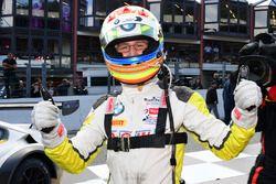 #99 Rowe Racing, BMW M6 GT3: Alexander Sims ünnepel