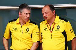 Nick Chester, Renault Sport F1 Directeur Technique châssis et Frederic Vasseur, Directeur d'Equipe Renault Sport F1 Team