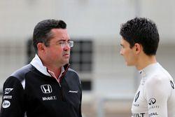 Эрик Булье, McLaren F1 Team и Эстебан Окон, третий пилот Renault Sport F1 Team