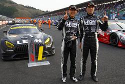 GT300クラスで優勝した、#65 LEON CVSTOS AMG-GTの黒澤治樹と蒲生尚弥