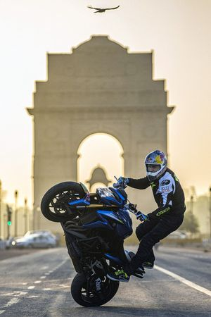 Aras Gibieza performs stunt at India Gate in New Delhi