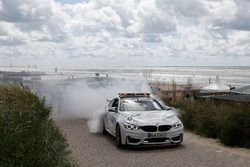Marco Wittmann, BMW Team RMG, BMW M4 DTM, mit dem BMW M4 GTS DTM Safety-Car