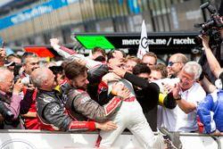 1. Jamie Green, Audi Sport Team Rosberg, Audi RS 5 DTM, feiert mit dem Team