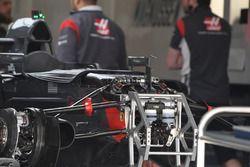 Haas F1 Team VF-17 detalle frontal de chasis y suspensión