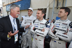 Chase Carey, FOM CEO, speaks with Dominik Kraihamer, Timo Bernhard, Earl Bamber