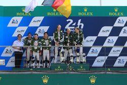 Podium: ganadores, Timo Bernhard, Earl Bamber, Brendon Hartley, Porsche Team, segundos, Sébastien Bu