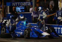 Tony Kanaan, Chip Ganassi Racing Honda makes a pit stop
