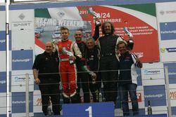 Podio Gara 2: il vincitore Guglielmo Belotti, Avelon Formula, il secondo classificato Simone Patrini