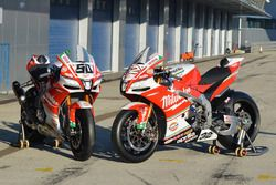 Bikes of Lorenzo Savadori, Milwaukee Aprilia World Superbike Team, Eugene Laverty, Milwaukee Aprilia