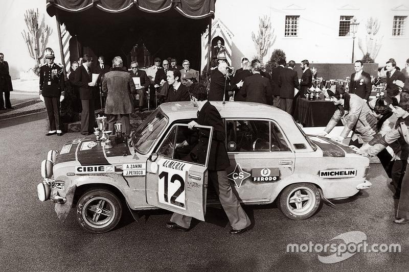 Antonio Zanini y Juan José Petisco en el podio de Montecarlo 1977