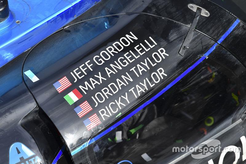 Auto de los ganadores #10 Wayne Taylor Racing Cadillac DPi: Ricky Taylor, Jordan Taylor, Max Angelelli, Jeff Gordon