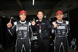 GT300 polesitters #65 K2 R&D Leon Racing Mercedes SLS AMG GT3: Haruki Kurosawa, Naoya Gamou