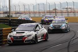 Tiago Monteiro, West Coast Racing, Honda Civic TCR; Dusan Borkovic, B3 Racing Team, SEAT León SEQ