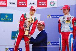 Podium: race winner Mick Schumacher, third place Ralf Aron