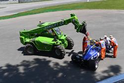 La monoposto di Pascal Wehrlein, Sauber C36 viene recuperata dopo la Q1
