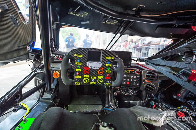 Внутри Ford GT