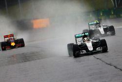 Lewis Hamilton, Mercedes AMG F1 W07 Hybrid; Nico Rosberg, Mercedes AMG F1 W07 Hybrid; Max Verstappen
