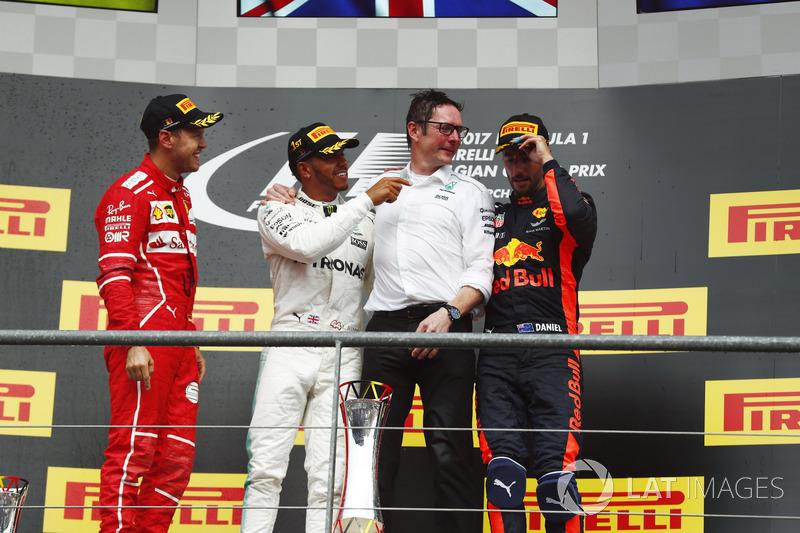Podio: il vincitore della gara Lewis Hamilton, Mercedes AMG F1, Andrew Shovlin, Chief Race Engineer, Mercedes AMG F1, il secondo classificato Sebastian Vettel, Ferrari, il terzo classificato Daniel Ricciardo, Red Bull Racing