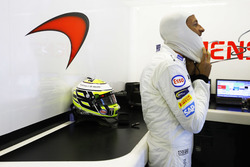 Jenson Button, McLaren dans le garage