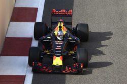 Daniel Ricciardo, Red Bull Racing 2017 Pirelli lastiklerini test ediyor