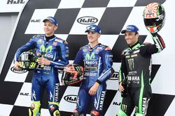 Le top 3 en qualifications : le poleman Maverick Viñales, Yamaha Factory Racing, deuxième place Valentino Rossi, Yamaha Factory Racing, troisième place Johann Zarco, Monster Yamaha Tech 3