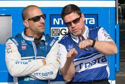 Tony Kanaan, Chip Ganassi Racing Honda with engineer Ray Gosselin