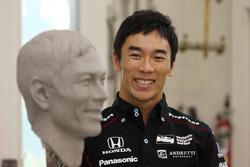 佐藤琢磨、ボルグワーナートロフィー肖像製作に臨む
