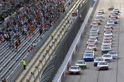 Denny Hamlin, Joe Gibbs Racing Toyota, Daniel Hemric, Richard Childress Racing Chevrolet