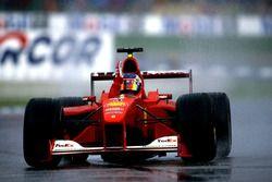 Podium: Race winner Rubens Barrichello, Ferrari F1 2000, second place Mika Hakkinen, Mclaren MP4-1